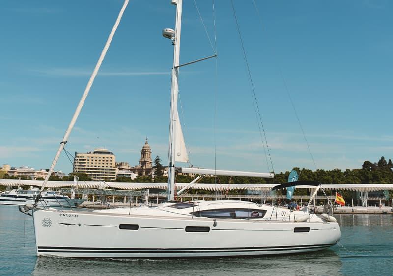 Alquilar velero en Málaga y Benalmádena para 12 personas