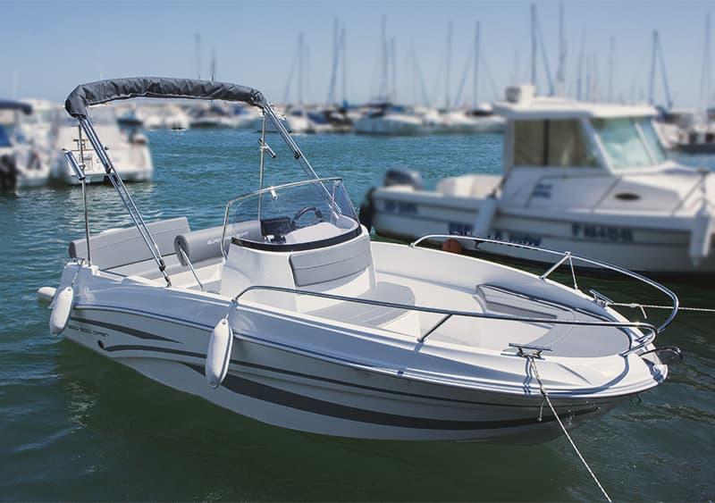Lancha sin titulación, alquilar barco en Benalmádena para 5 personas