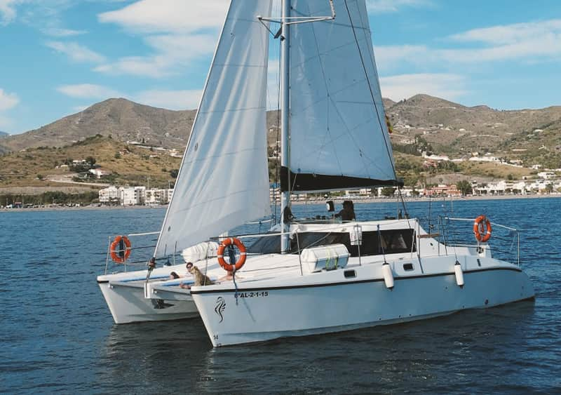 Alquilar catamarán en caleta de Velez para 30 personas