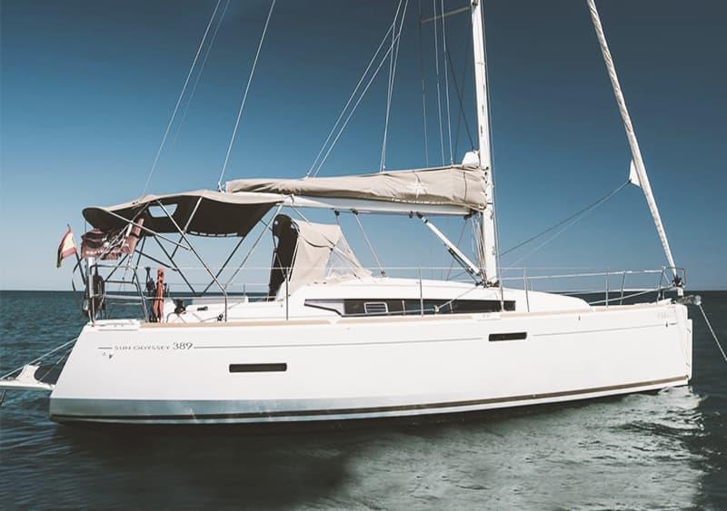 Alquilar velero para 10 personas en Fuengirola